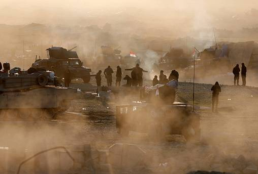 Iraqi army makes advances in western Mosul as thousands flee fighting
