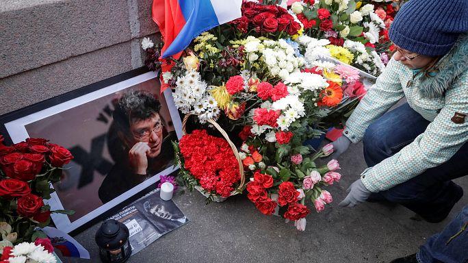 Des milliers de personnes honorent la mémoire de Boris Nemtsov, dissident russe assassiné