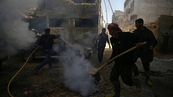 Exército sírio bombardeia zonas rebeldes em Homs e Douma