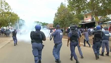 South African police fire tear gas to disperse anti-immigrant protesters [no comment]