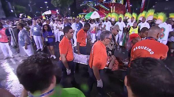 El accidente de una carroza empaña la fiesta en el Sambódromo de Río