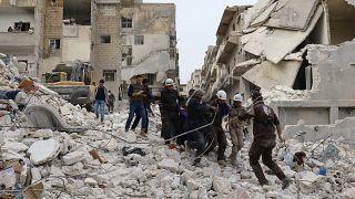 قوات النظام السوري تقصف أريحا وتتقدم وسط البلاد وشمالها