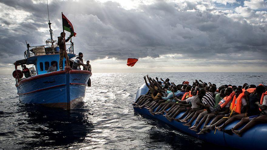 Европейские пограничники критикуют НГО, которые спасают нелегалов в Средиземном море