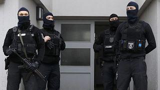 Berliner Moschee-Verein verboten - Großeinsatz der Polizei