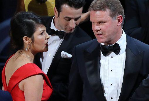 Tweeting accountant blamed for Oscars blunder