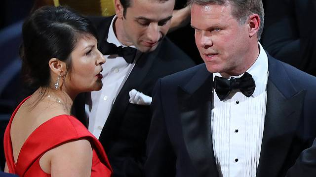 Tweeting accountant blamed for Oscars blunder