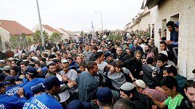 Police evacuate Israeli houses judged to be on Palestinian land