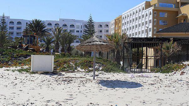 Attentat de Sousse: les familles de victimes britanniques portent plainte contre le tour-opérateur