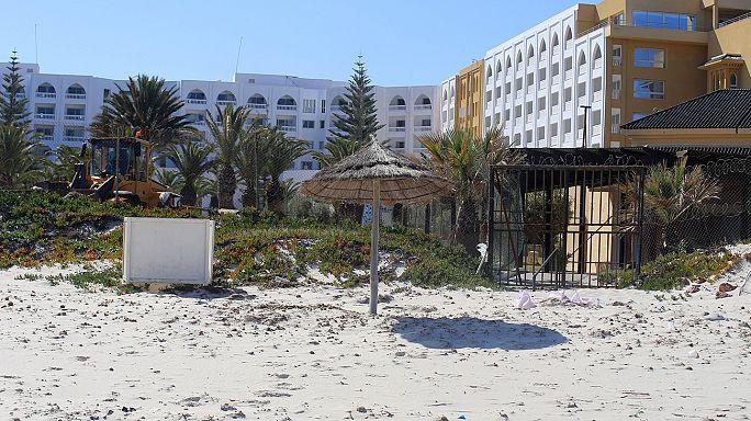 Британский суд назвал тунисских полицейских трусами