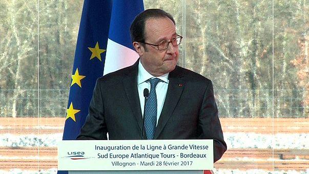 Discurso de François Hollande interrompido por tiro