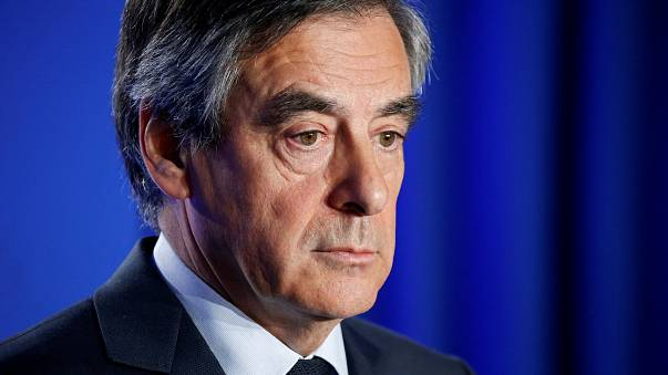 Fransa'da hakkında soruşturma açılan Cumhurbaşkanı adayı Fillon adaylıktan çekilmiyor