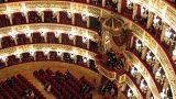 Napoli: il teatro più bello del mondo apre le porte ai migranti