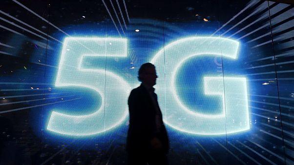 تقنية الجيل الخامس للهواتف الذكية تلهب الصالون العالمي للجوال في برشلونة