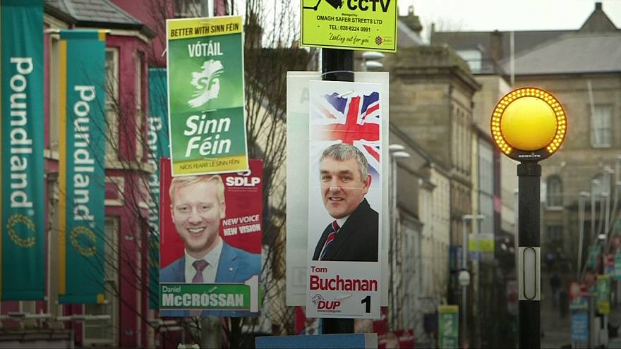 Kuzey İrlanda erken seçim için sandık başında