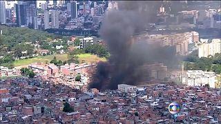 Brasile. Gigantesco incendio in una favela di Sao Paulo