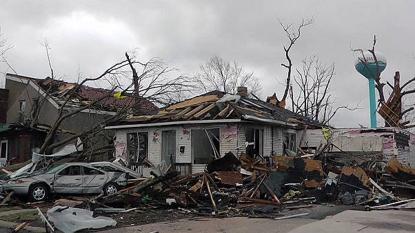 Missouri ve Illinois'te tornado etkisi