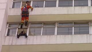 Firefighter 'kicks' suicidal woman to safety in China
