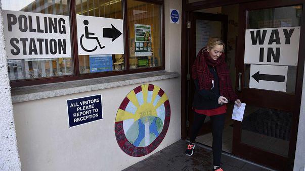 Eleitores da Irlanda do Norte regressam às urnas