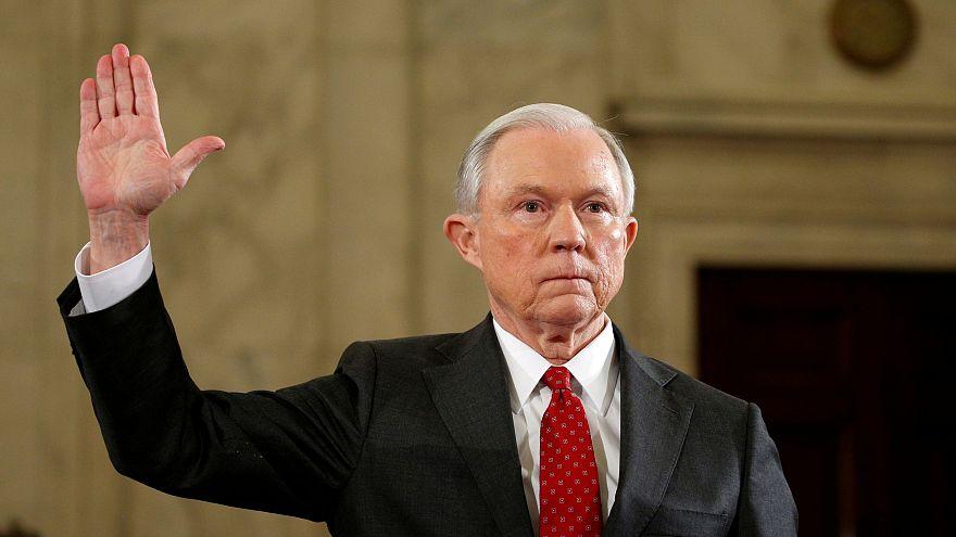 Sessions tagadja az orosz kapcsolatot