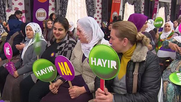 """Campanha pelo """"Não"""" às mudanças na Constituição arranca na Turquia"""