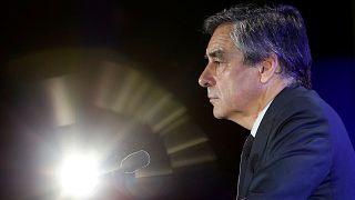 Президентская кампания Франсуа Фийона под прессингом