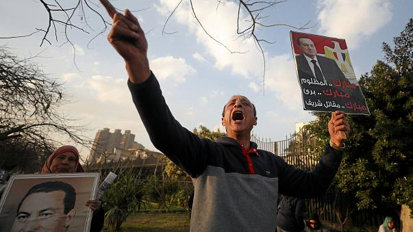 Hüsnü Mübarek protestocuların öldürülmesiyle ilgili görülen davada beraat etti