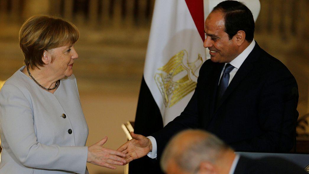 """Merkel """"testa"""" solução migratória alemã no Egito e na Tunísia"""