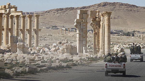 Antik Palmira kentinde Suriye bayrağı dalgalanıyor