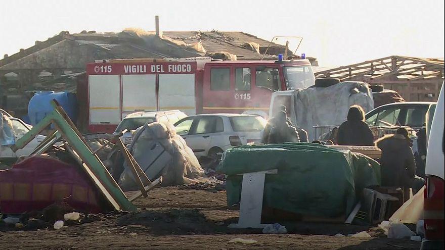 """وفاة لاجئين إثر اندلاع حريق في مخيم """"غريت غيتو"""" الايطالي"""