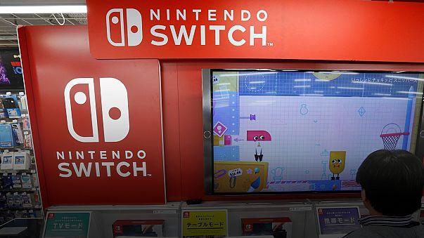 Itt a Nintendo Switch: volt, aki 16 napig táborozott érte a bolt előtt