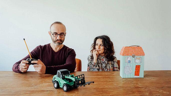«Playhouse»: 13 σκηνές από τη ζωή ενός ζευγαριού