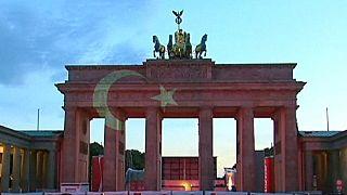 Esfuerzos diplomáticos para rebajar la tensión entre Alemania y Turquía