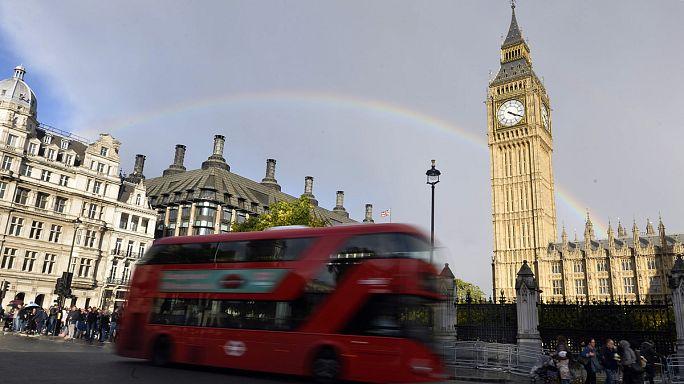 Un índice en los servicios sugiere que la economía británica se ralentiza