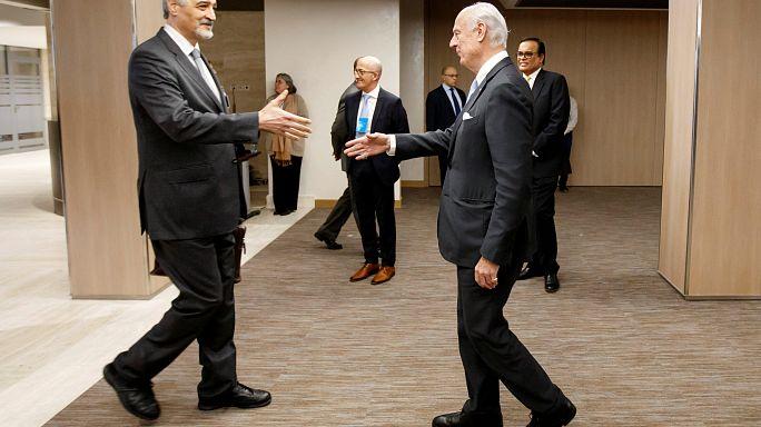 """محادثات السلام السورية السورية تسفر عن """"أجندة"""" من أربعة بنود"""