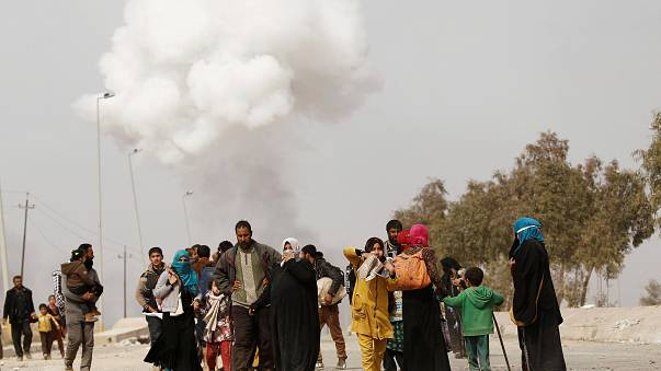 More civilians flee Mosul as Red Cross condemns 'chemical attack'