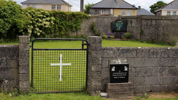 Irlanda, confermata vicino a un ex orfanotrofio cattolico l'esistenza di una fossa comune con 800 corpi