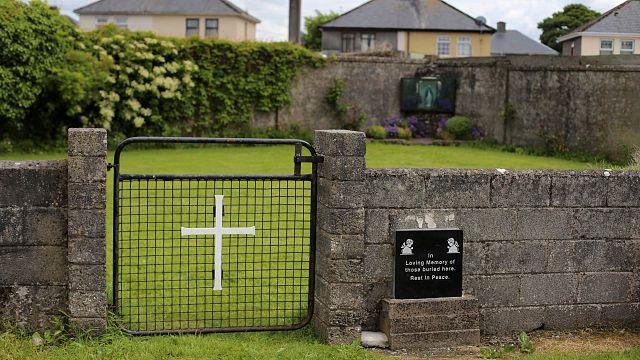 İrlanda'da Katolik kilisesine bağlı evin altına çocuklara ait toplu mezar bulundu