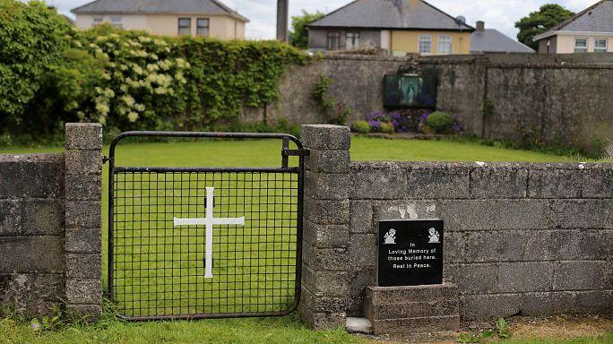 Hallado un gran número de esqueletos de niños en una fosa de un convento irlandés
