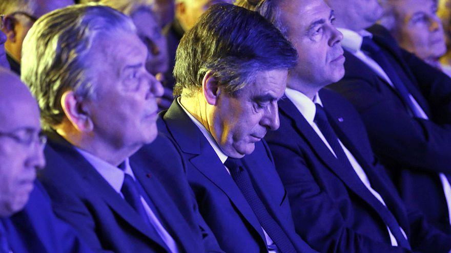 François Fillon responde a apelos à demissão com manifestação em Paris