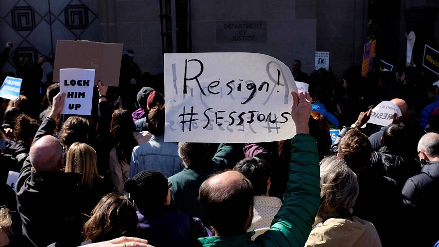 EUA: Manifestantes exigem demissão de Jeff Sessions