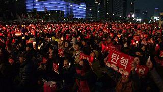 تظاهرات عظیم برای برکناری رییس جمهوری کره جنوبی