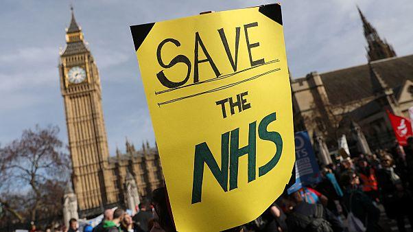 Manifestation à Londres contre la cure d'austérité prévue pour le système de santé publique