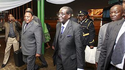 Zimbabwe: Mugabe revient de Singapour après un examen médical
