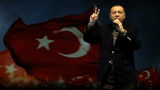 Για «ναζιστικές πρακτικές» κατηγορεί ο Ερντογάν τη Γερμανία