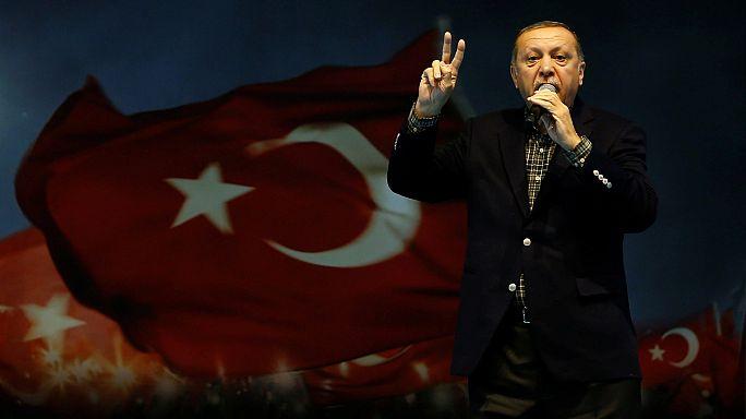 """Erdogan califica la cancelación de mítines turcos en Alemania de """"práctica nazi"""""""
