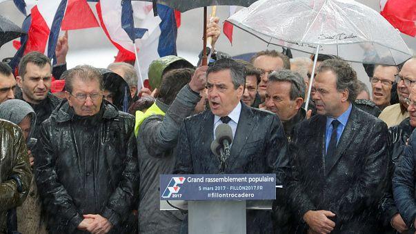 Francia: baño de masas de François Fillon horas antes de que su partido se manifieste sobre su futuro político