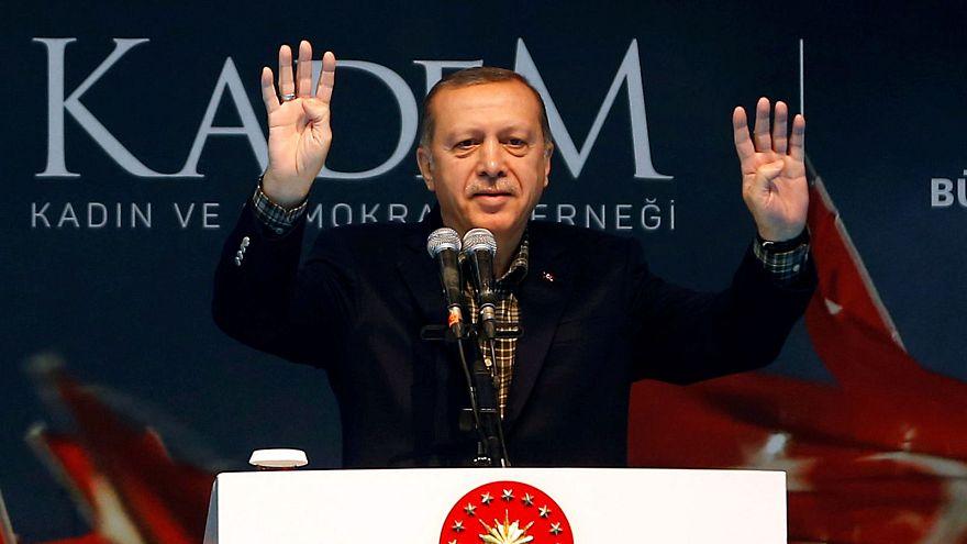 """Erdogan denuncia """"práticas nazis"""" após anulação de comícios na Alemanha"""