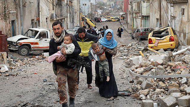 Жители Мосула покидают город, опасаясь химических атак