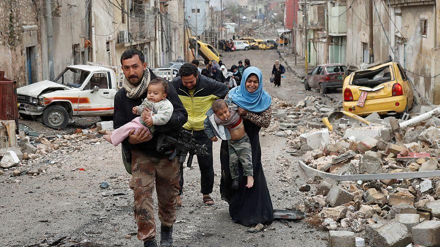Civilek ezrei menekülnek a gáztámadások elől Moszulból