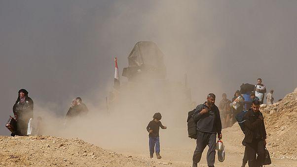 Irak ordusu Musul kent merkezine bağlanan Hürriyye Köprüsü'nü ele geçirdi